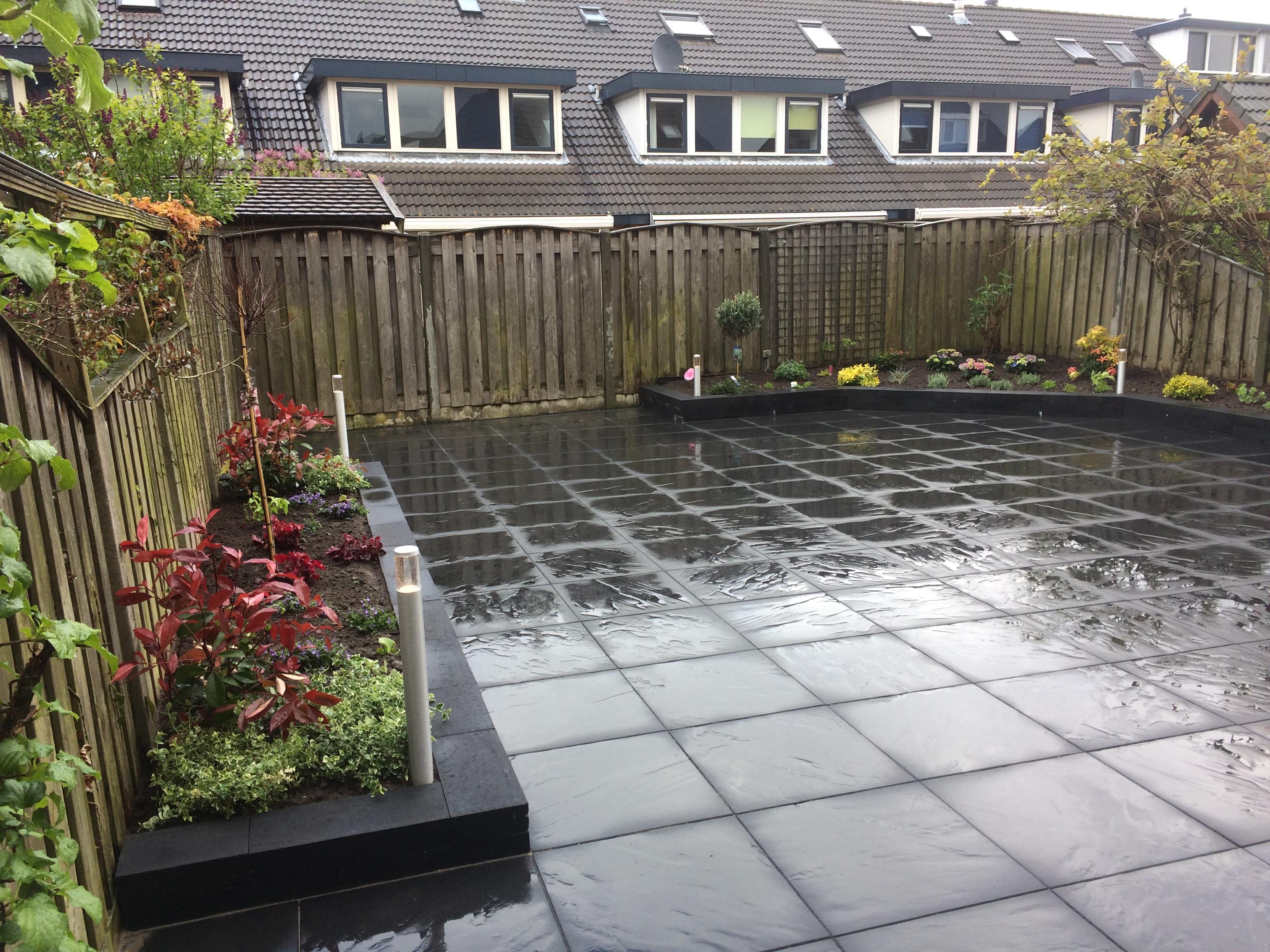 Middelgrote onderhoudsvriendelijke tuin in Tiel